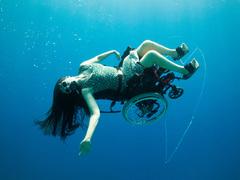 Sue Austin: Deep sea diving ... in a wheelchair
