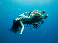 Sue Austin: Deep sea diving ... in a wheelchair