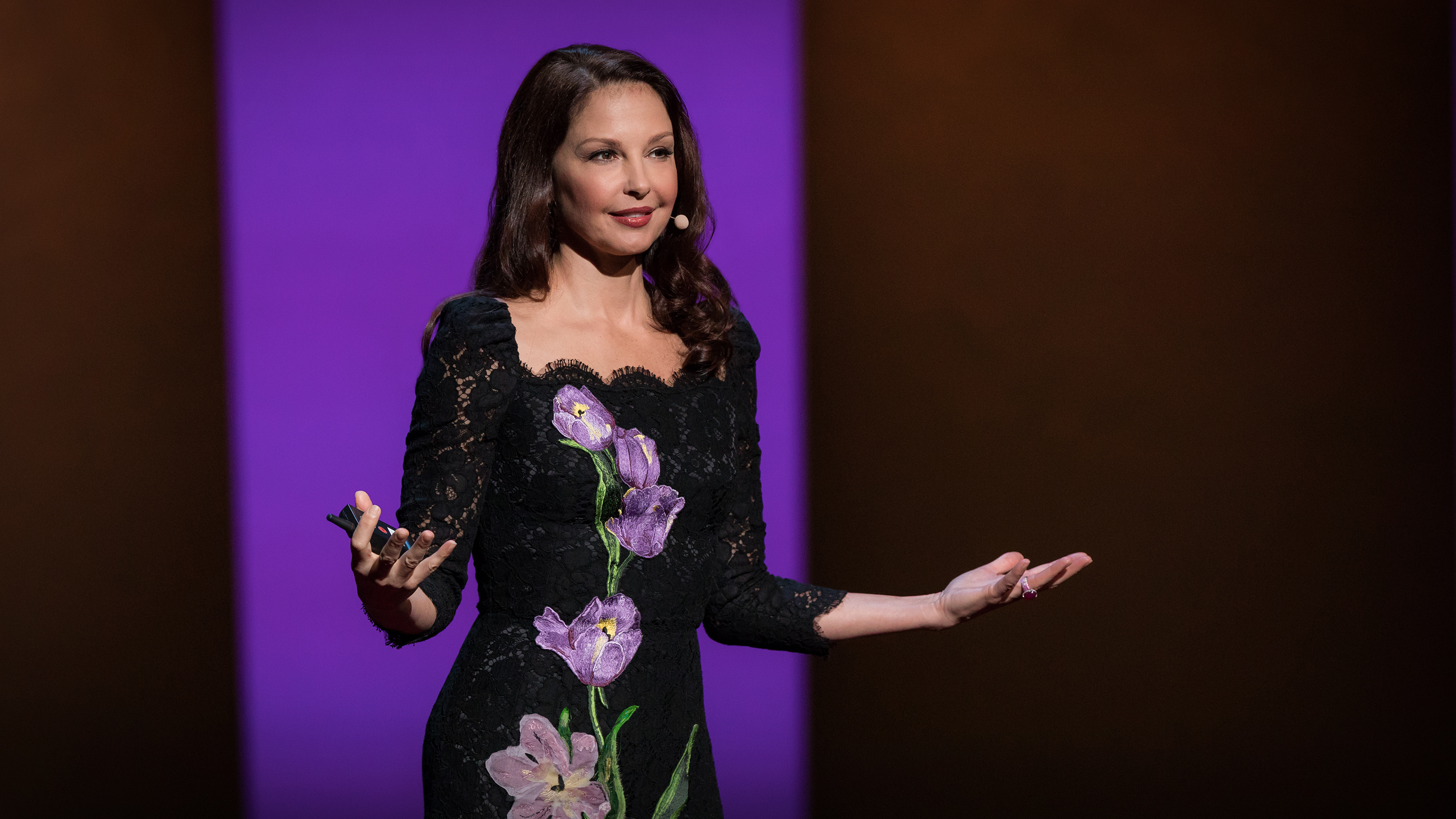 Ashley Judd: How online abuse of women has spiraled out of control thumbnail